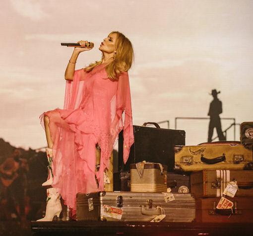 Kylie live Golden 2…